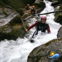 Rutschen und schwimmen im Canyon