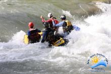 Rafting mit dem Miniraft in den Wellen