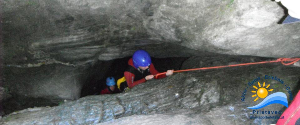 Ab in die Höhlen der Kärntner Canyoningschluchten