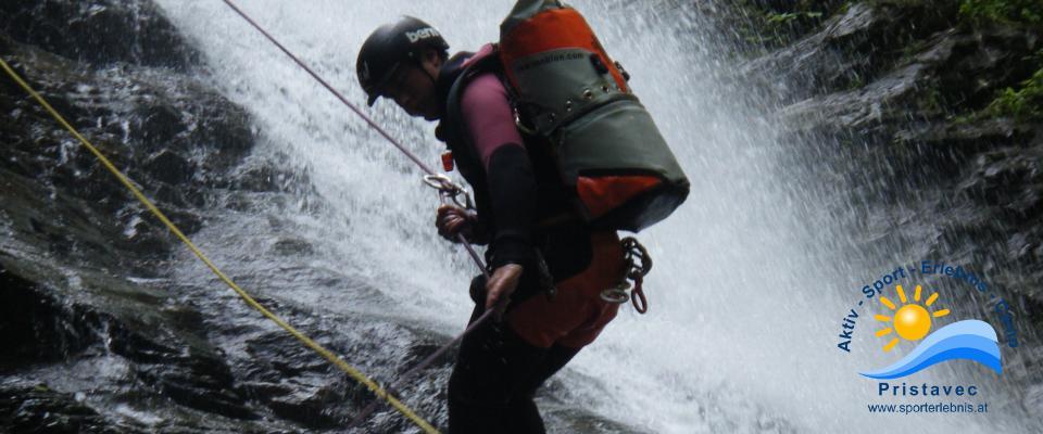 Canyoning abseilen am 35m Wasserfall