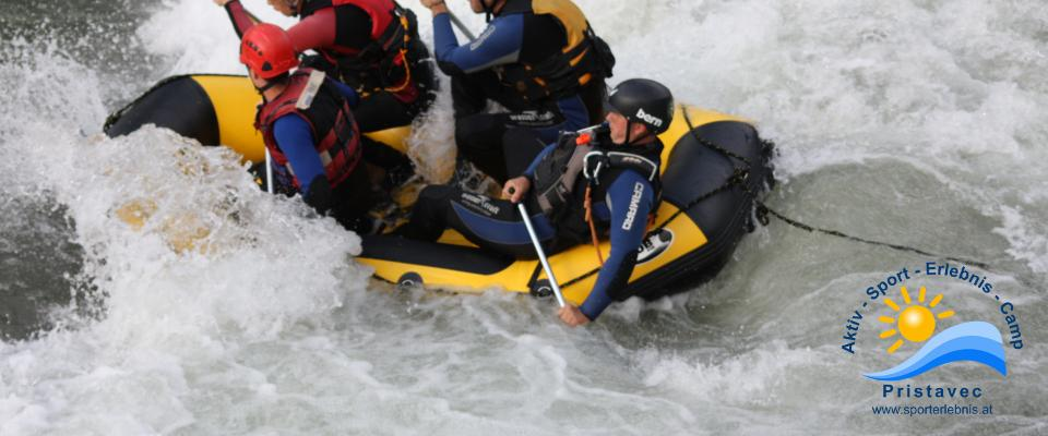 Rafting auch surfen in den Wellen ist möglich