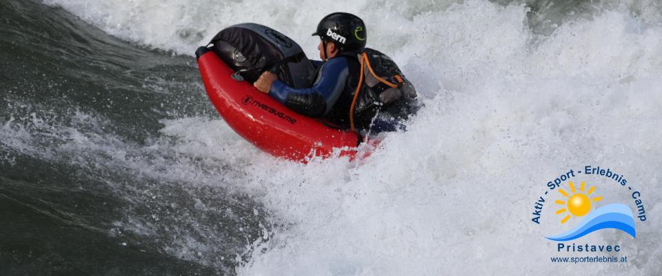 Surfen und in den Wellen reiten